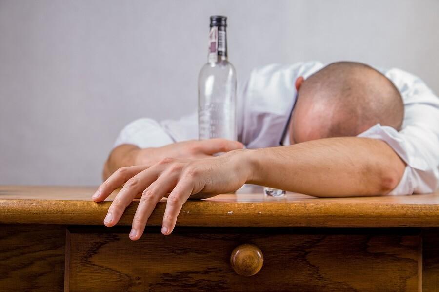 No es más alcohólico quién más bebe sino quién tiene un porqué