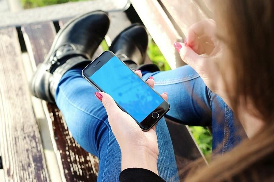 Por qué NO debes regalarle un móvil a tu hijo