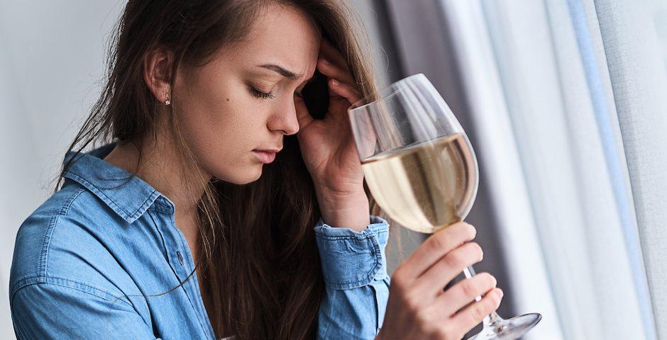 ¿Qué relación hay entre la depresión y el alcoholismo?